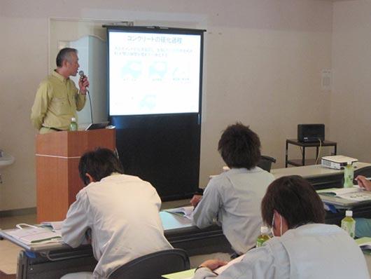 生コンクリート工場見学会で講義を受ける参加者様